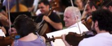 "Barenboim ""Beethoven für Alle"" 8 (Photocredit Decca / Ben Ealovega)"