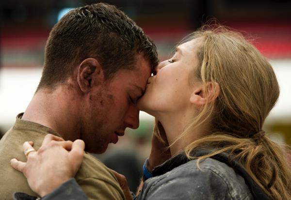 Godzilla [Bild 05: Ford_Brody (Aaron Taylor Johnson) und Elle Brody (Elizabeth Olsen)]