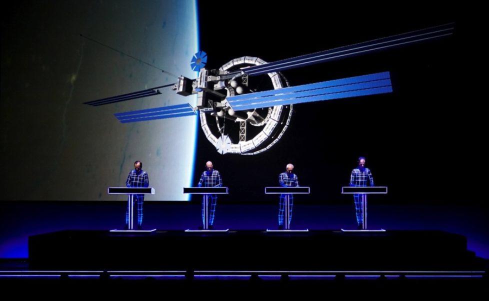 KRAFTWERK / 3-D DER KATALOG: Die 3-D Audio Video Dokumentation der Kraftwerk-Performances aus den Jahren 2012-2016 kommt in die Kinos