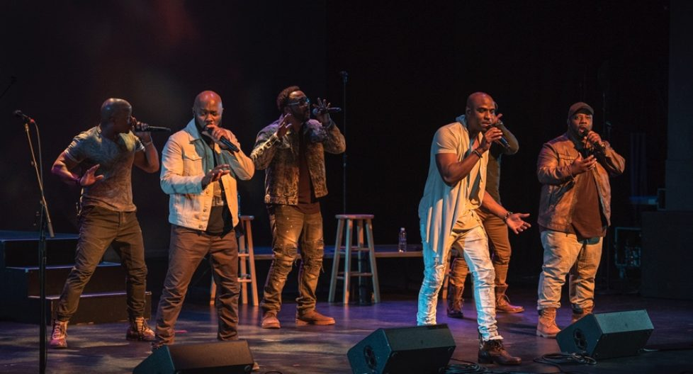 """Naturally 7: neuer Album Track """"Caught In The Moment"""" mit emotionalem Live Video"""