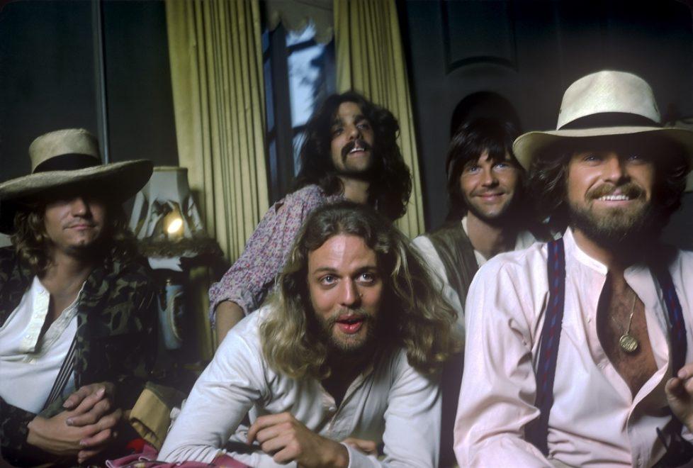 """Eagles mit 76'er-Live-Aufnahme von """"New Kids In Town"""" zum Release Day von """"Hotel California – 40th Anniversary"""""""