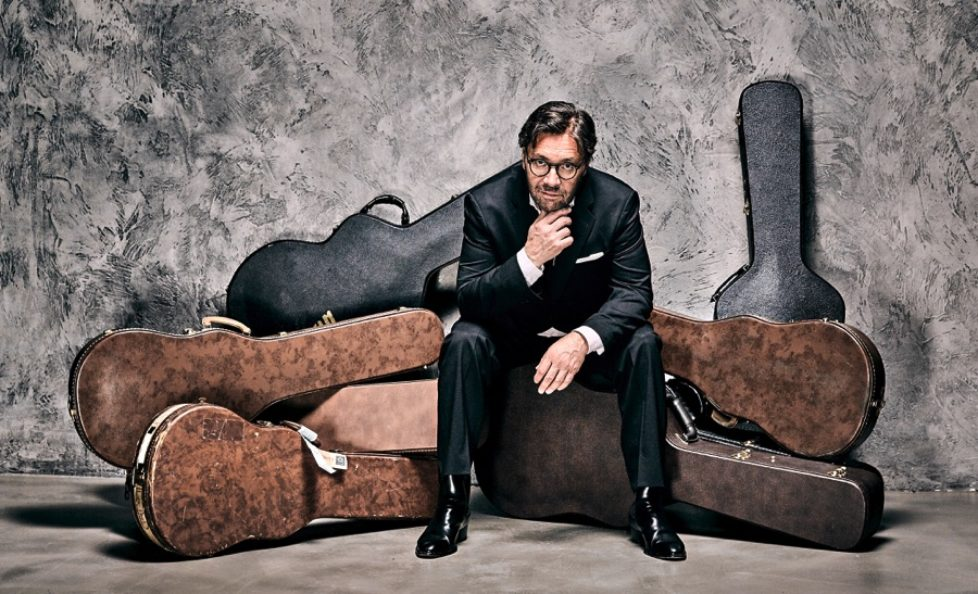 Al-Di-Meola-Opus-press-photo-4-cropped-Photocredit-Ben-Wolf-px900