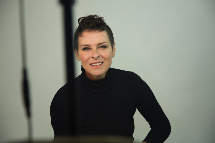 Lisa-Stansfield_Deeper_press_picture_5_credit_earMUSIC_copyright_Ian_Devaney-px900