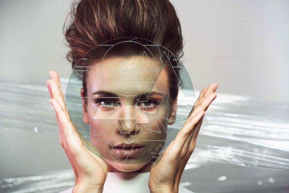 Leona-Berlin-Promo-2-CMYK-photocredit-Marlen-Abrecht-px900