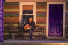 Robben-Ford-Purple-House-05-Photocredit-Mascha-Thompson-px900