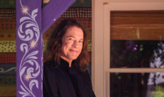 Robben-Ford-Purple-House-01-cropped-Photocredit-Mascha-Thompson-px900