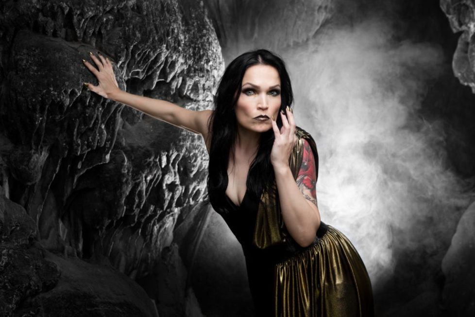 TARJA-In-The-Raw-Press-Pictures-012019-Copyright-earMUSIC-Fotocredit-Tim-Tronckoe