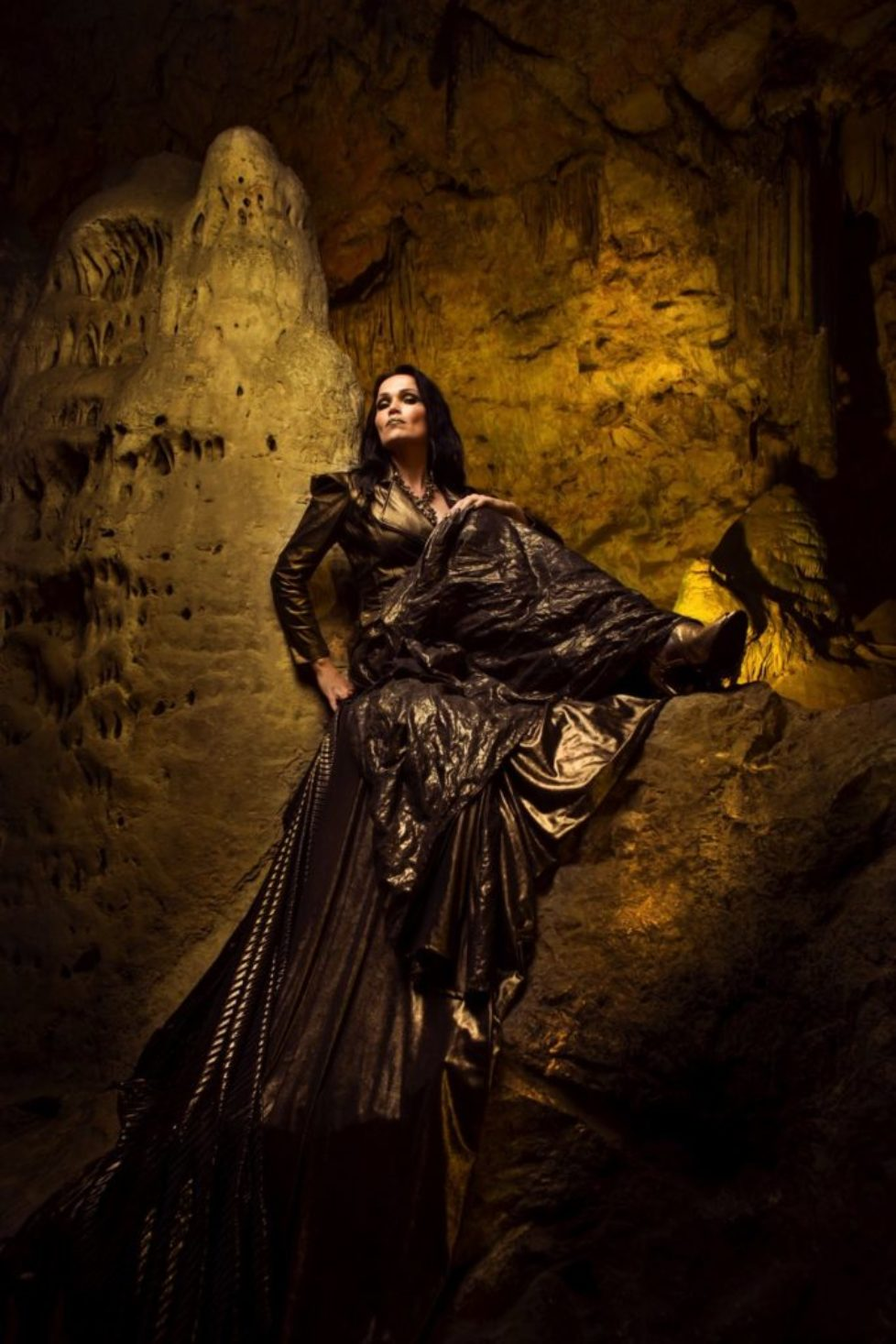 TARJA-In-The-Raw-Press-Pictures-082019-7-Copyright-earMUSIC-Photo-Credit-Tim-Tronckoe-1000px