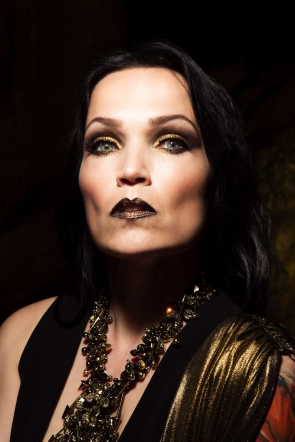TARJA-In-The-Raw-Press-Pictures-122019-6-Copyright-earMUSIC-Photo-Credit-Tim-Tronckoe-1000px