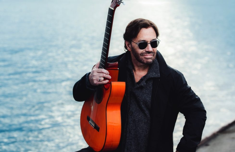 Al-Di-Meola-AMF3125-hiRes-Photocredit-Alexander-Mertsch-1000px